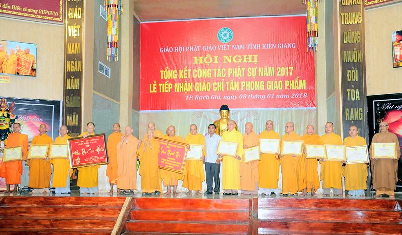 Kiên Giang: Tổng kết công tác Phật sự năm 2017 và tiếp nhận giáo chỉ tấn phong giáo phẩm